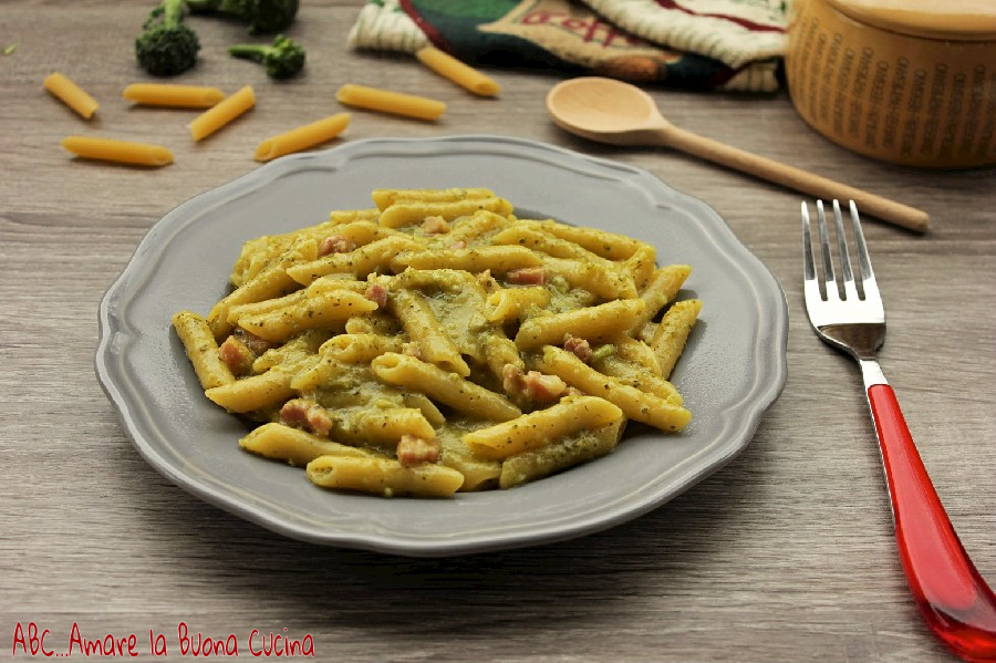 pasta con crema di broccoli, zafferano e pancetta 1 (1)