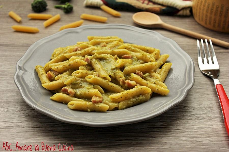 Pasta con crema di broccoli, zafferano e pancetta