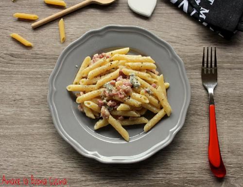 Penne con pancetta e gorgonzola