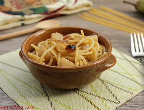 Spaghetti con guanciale e pere