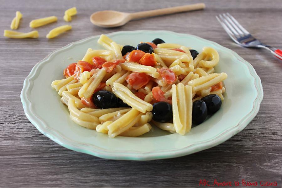 Casarecce con pomodorini olive e gorgonzola - Cucinare olive appena raccolte ...