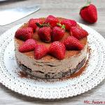 Torta fredda al cioccolato e fragole