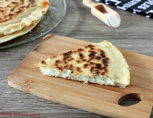 Focaccia al formaggio in padella