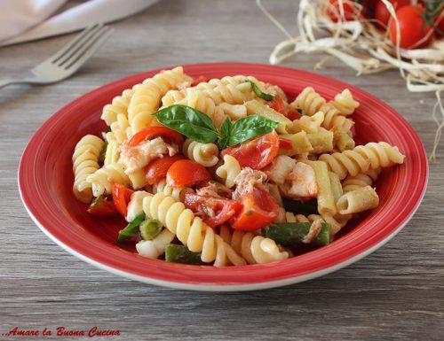 Pasta fredda con fagiolini, pomodoro, tonno e mozzarella