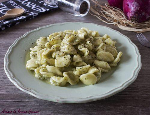 Orecchiette con crema di broccoli e mozzarella