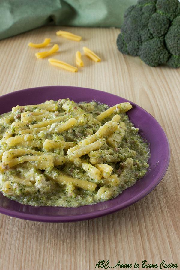 Pasta cremosa con broccoli salsiccia e ricotta 2