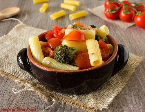Pasta con broccoli, tonno e pomodorini
