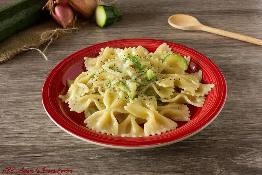 Pasta con zucchine e crema di gorgonzola
