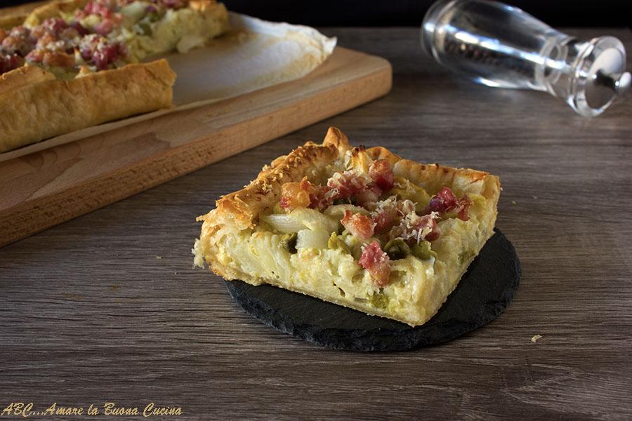torta salata con cavolfiore, cipolla, pisellini e pancetta