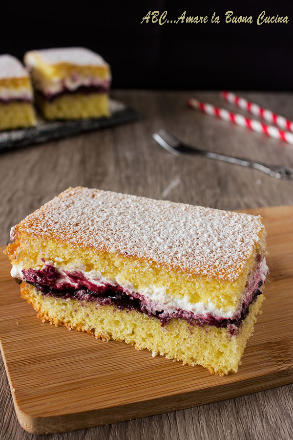 torta soffice con panna e marmellata 2