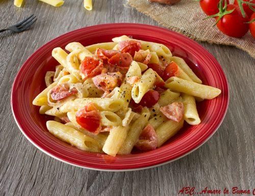Pasta con porro, pomodorini e crema di philadelphia