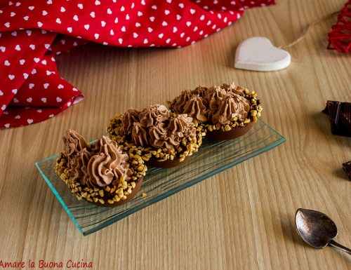 Ovetti ripieni di panna al cioccolato