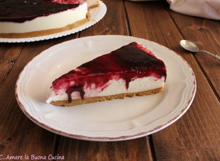 Cheesecake al cioccolato bianco e marmellata di more