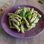 Pasta con pesto di basilico, ricotta e noci