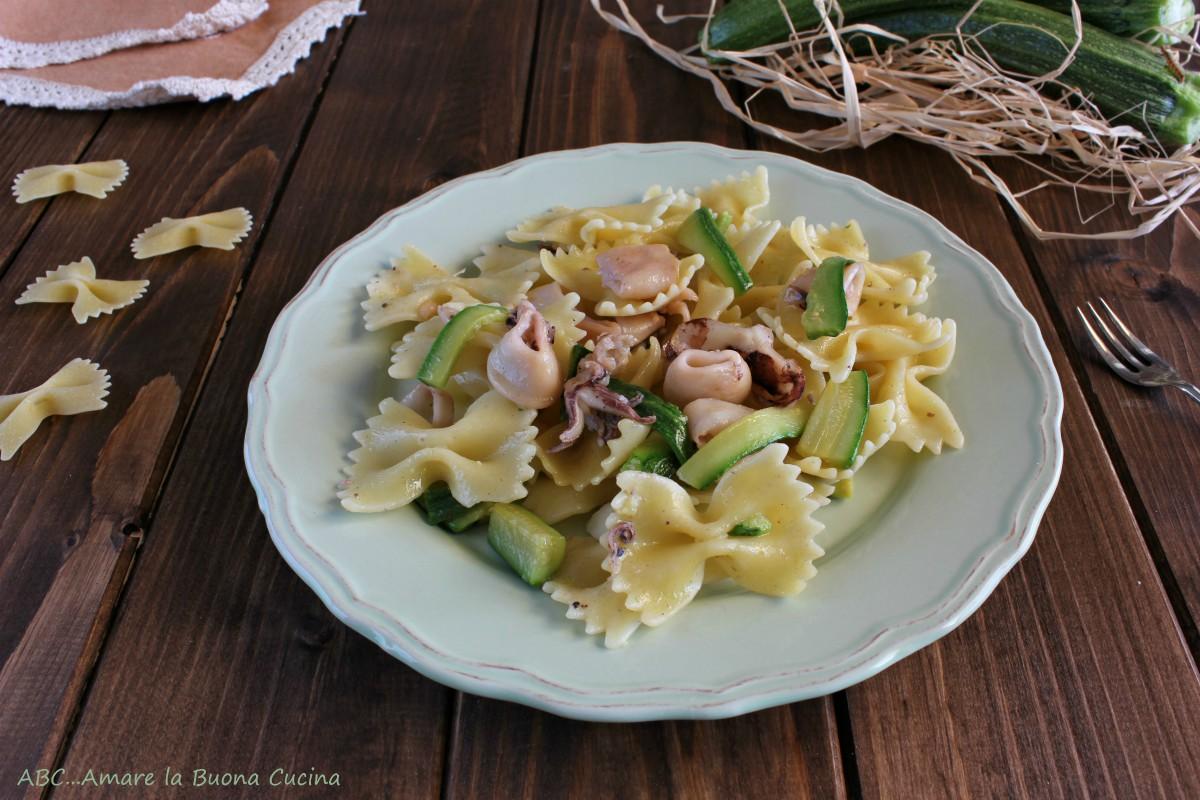 pasta con zucchine e calamari