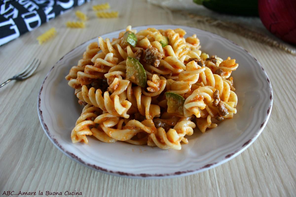 pasta con zucchine e macinato