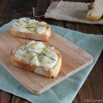 Crostini con gorgonzola e pere