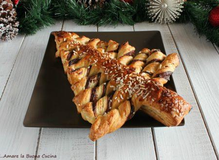 Albero di Natale con pasta sfoglia e Nutella