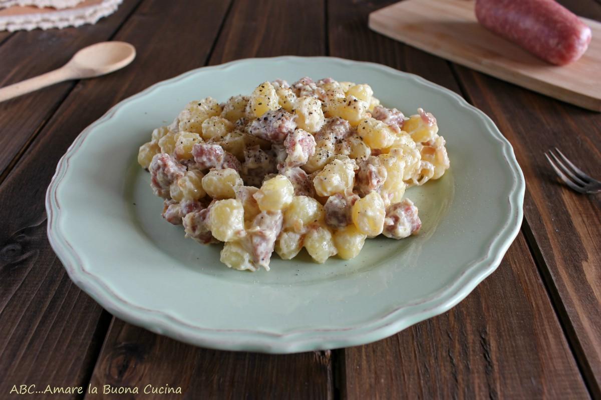 gnocchetti con salsiccia, cipolla e panna
