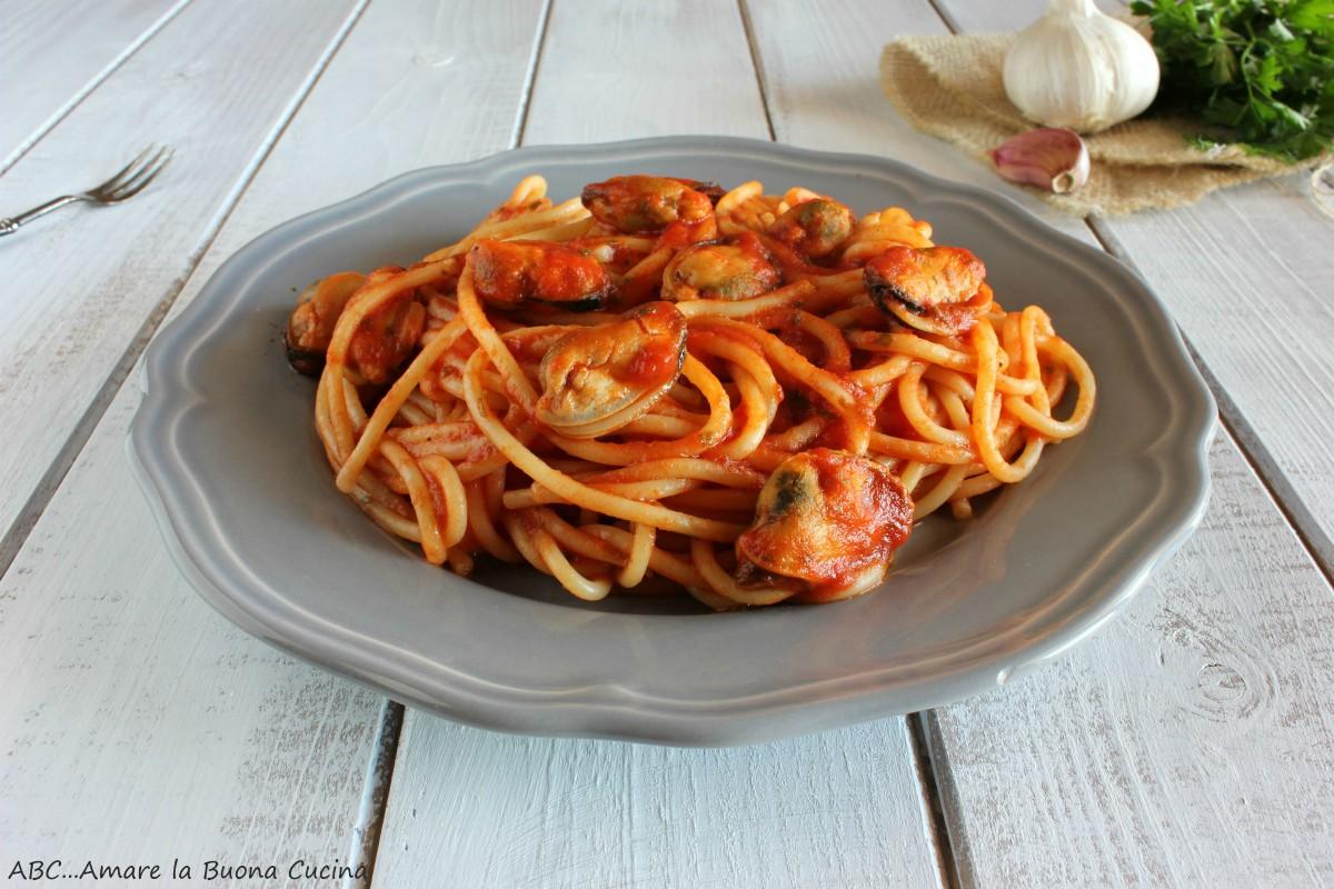 spaghetti con pomodoro e cozze