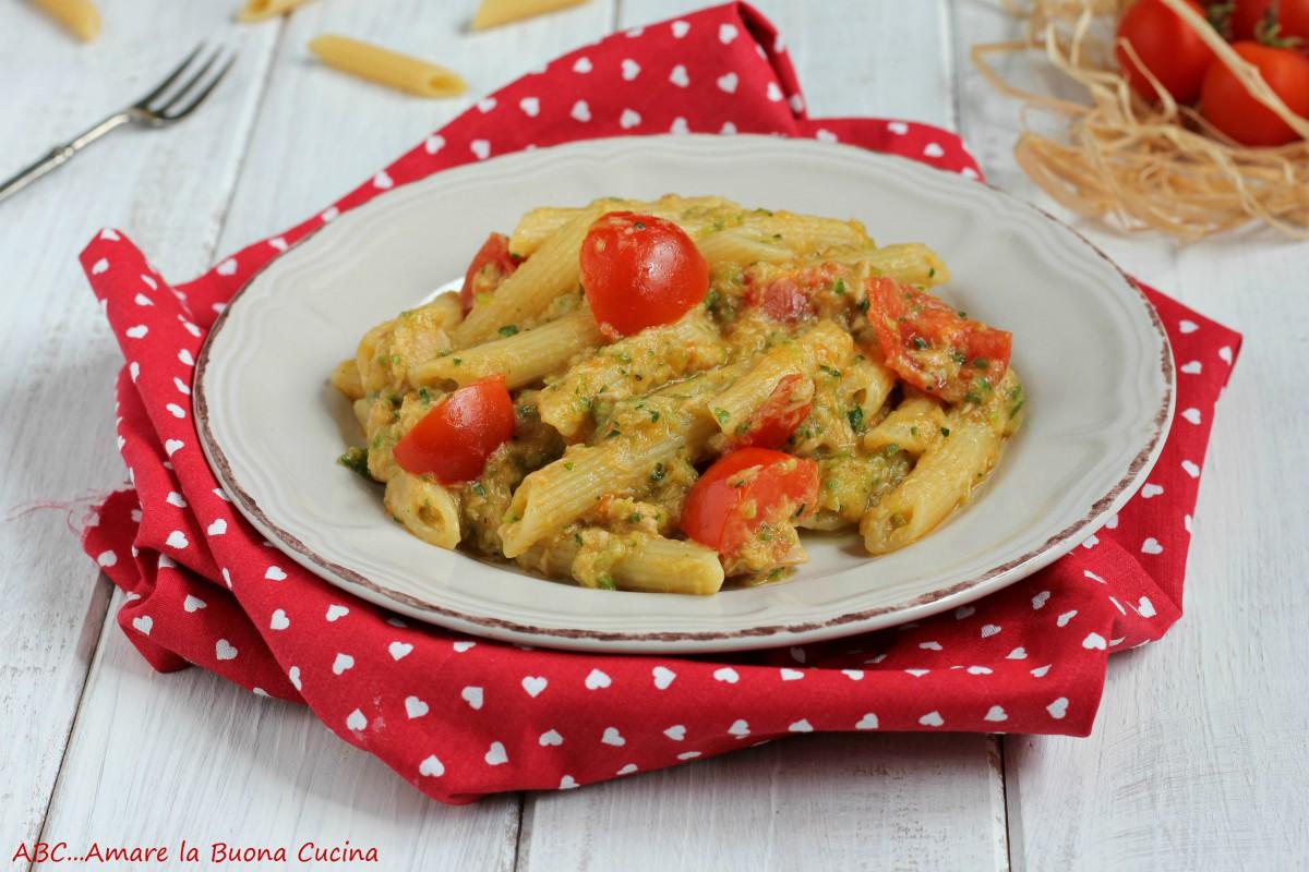 pasta con crema di zucchine tonno e pomodorini