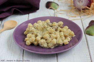 gnocchetti con crema di carciofi e salsiccia