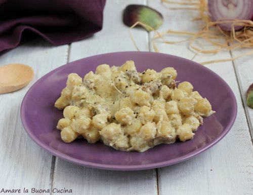 Gnoccchetti con crema di carciofi e salsiccia