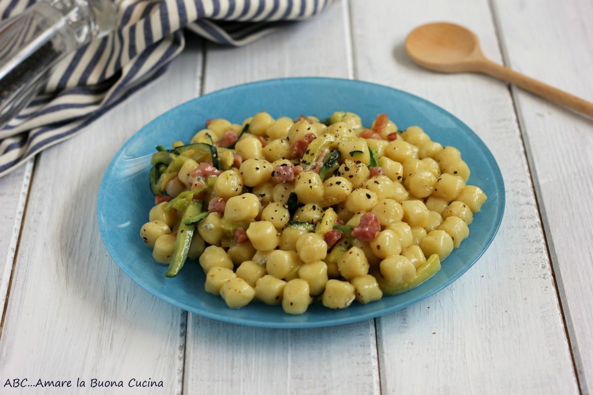 gnocchetti con zucchine pancetta e gorgonzola