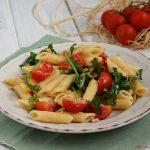 Pasta con tonno, rucola e pomodorini