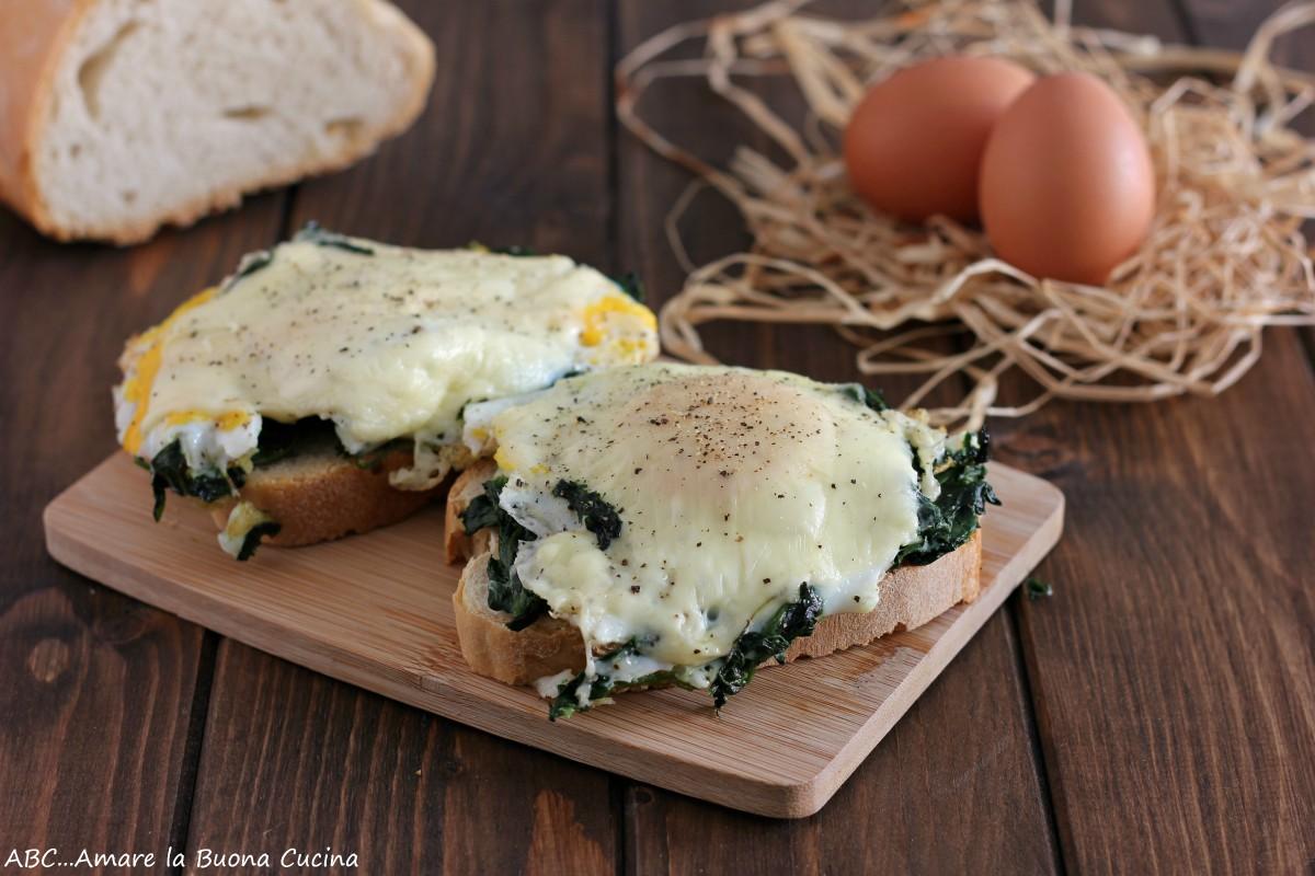 crostone con spinaci, uova e formaggio
