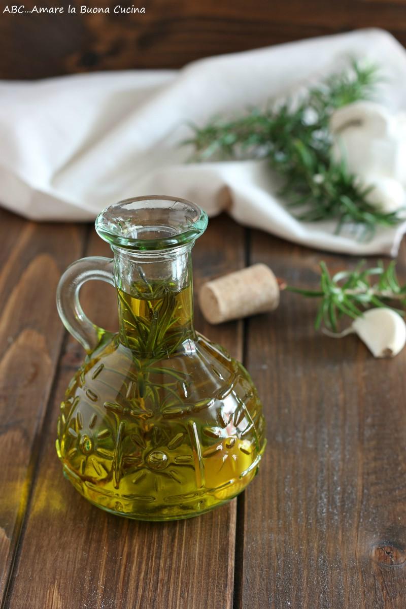 olio aromatizzato con aglio e rosmarino 2