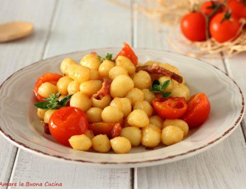 Gnocchetti con speck e pomodorini