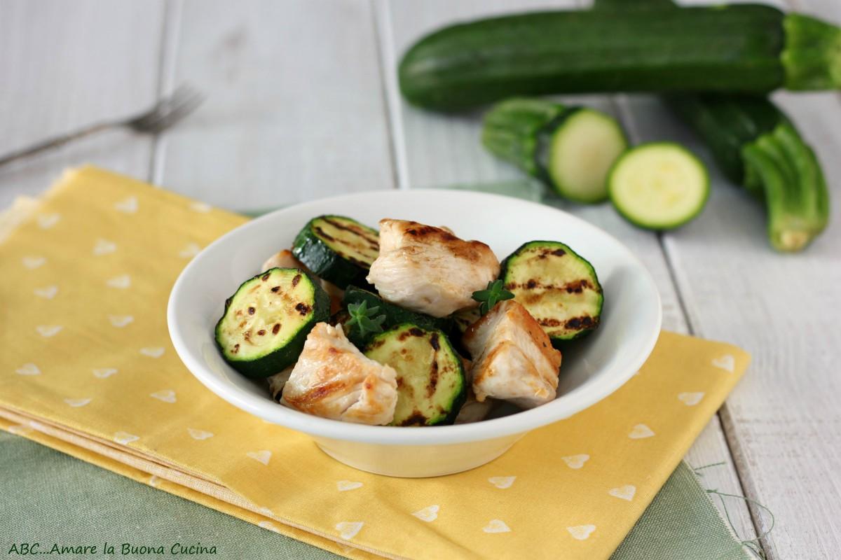insalata di pollo e zucchine alla griglia
