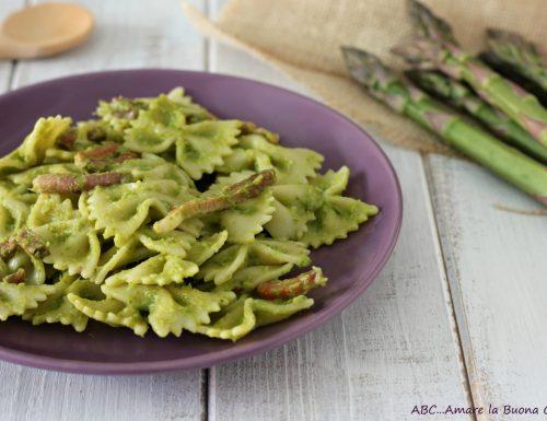Pasta con crema di asparagi e speck