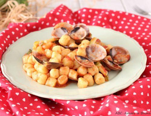 Gnocchetti con vongole zucchine e pomodoro