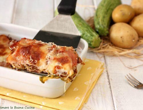 Parmigiana di patate e zucchine con prosciutto