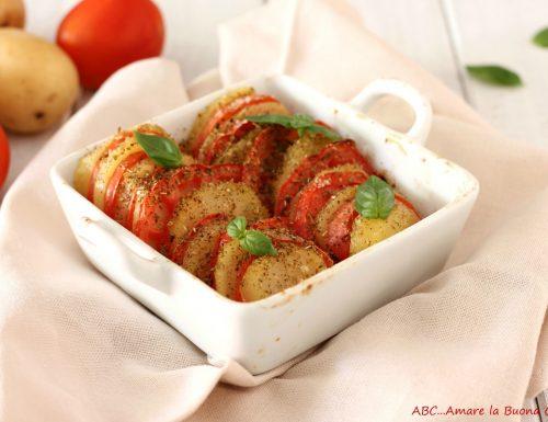 Teglia di patate e pomodori al forno