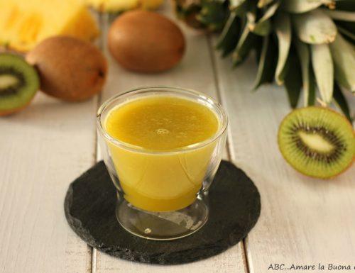 Estratto ananas e kiwi
