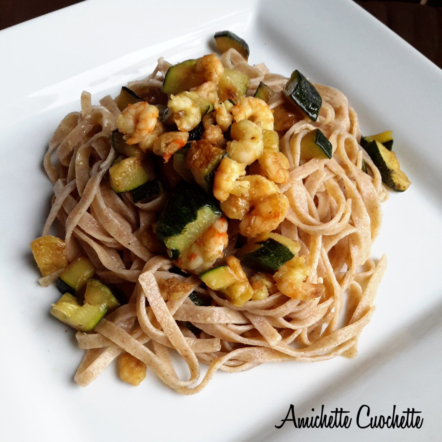 Tagliolini integrali al farro con zucchine e gamberetti