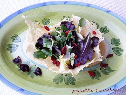 Insalata mista in cialda di parmigiano