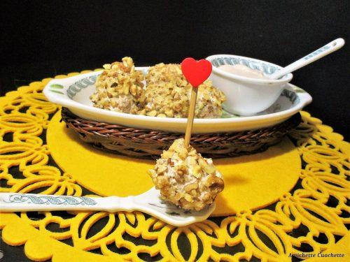 Polpettine di pollo con granella alle noci