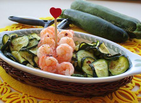 Cestino con gamberetti e zucchine