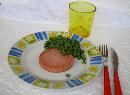 Hamburger di prosciutto cotto con piselli