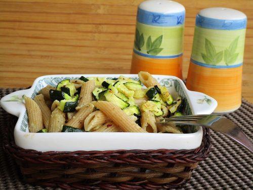 Penne integrali con zucchine e parmigiano