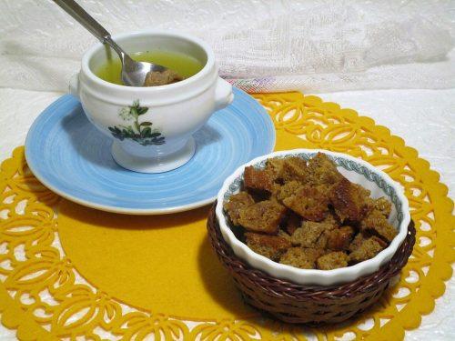 Crostini di pane integrale con farro e carote