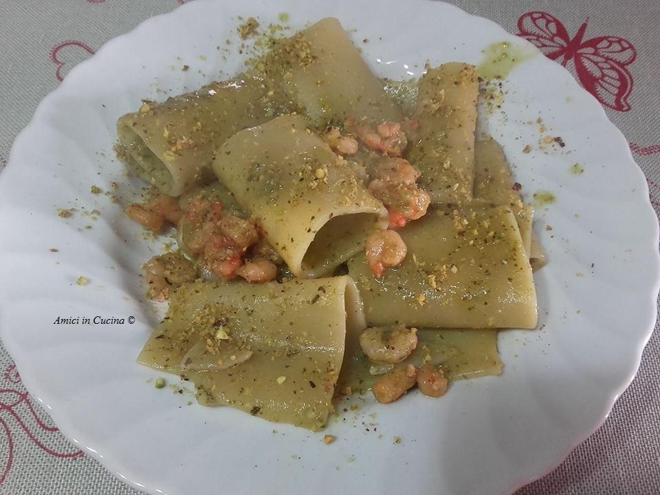 Paccheri con pesto, pistacchio e gamberetti – Teresa A.