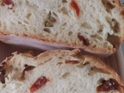 Pane con olive verdi e pomodori secchi – Maria Assunta S.