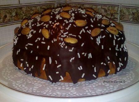 Colomba di pasqua glassata al cioccolato e mandorle – Rita D.