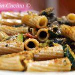 Rigatoni di Perciasacchi al sugo di buzunagghia (buzzonaglia) di tonno, zucchine e funghi prataioli