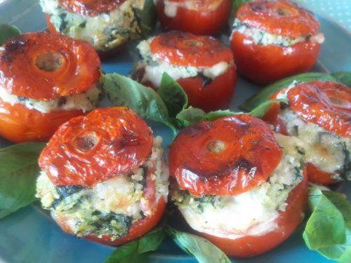Pomodori gratinati al forno con ripieno di riso agli spinaci